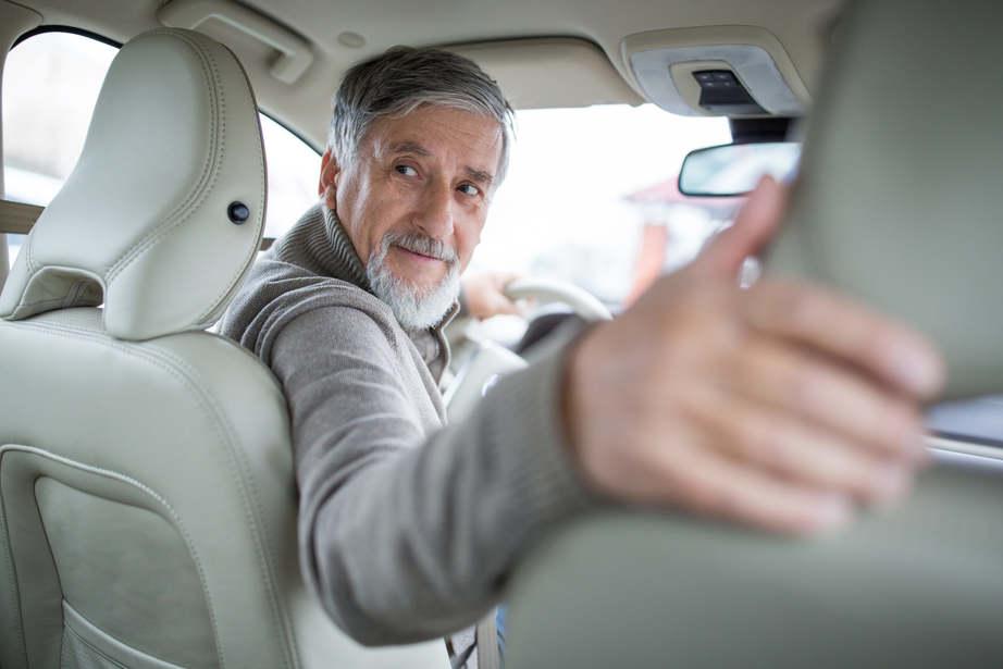 Ismét fellángolt az örök vita: hány éves korig szabad vezetni?
